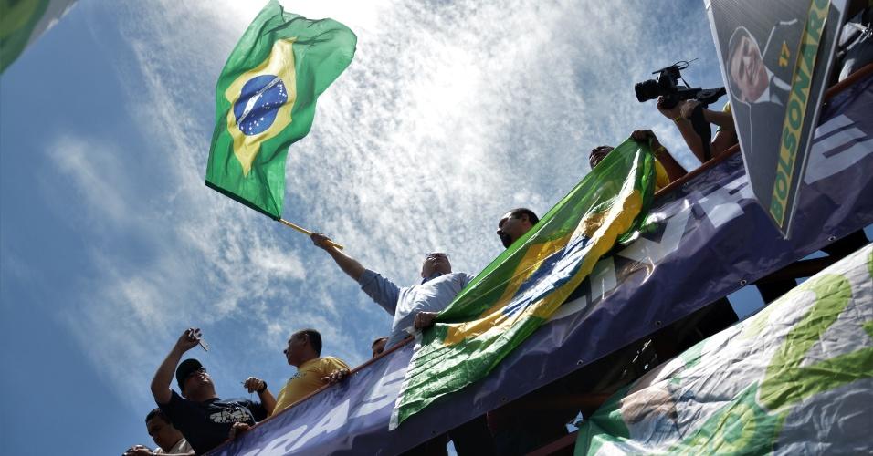 21.out.2018 - Witzel participa de manifestação em apoio a Bolsonaro em Copacabana