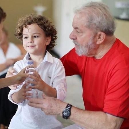 Lula e seu neto, que faleceu hoje em São Paulo - Reprodução