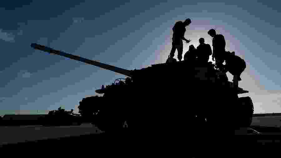 Tropas do marechal Khalifa Haftar se preparam para o combate na Líbia - Esam Omran Al-Fetori/Reuters