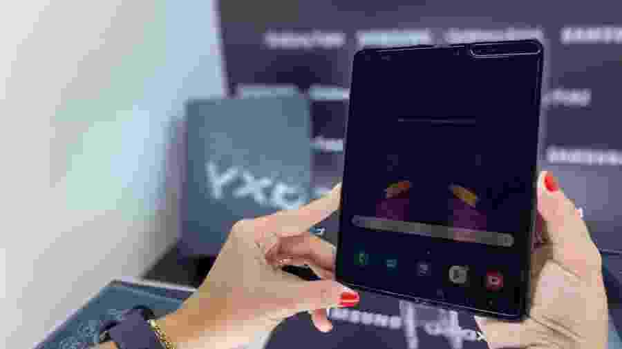 Galaxy Fold, celular que se dobra e abre como um livro, finalmente chegará ao Brasil - Gabriel Ribeiro/UOL