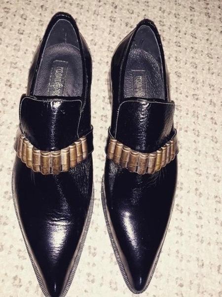 Sapatos com balas na parte superior, feitos especialmente para Bolsonaro e Siqueira Jr. - Arquivo Pessoal/UOL - Arquivo Pessoal/UOL