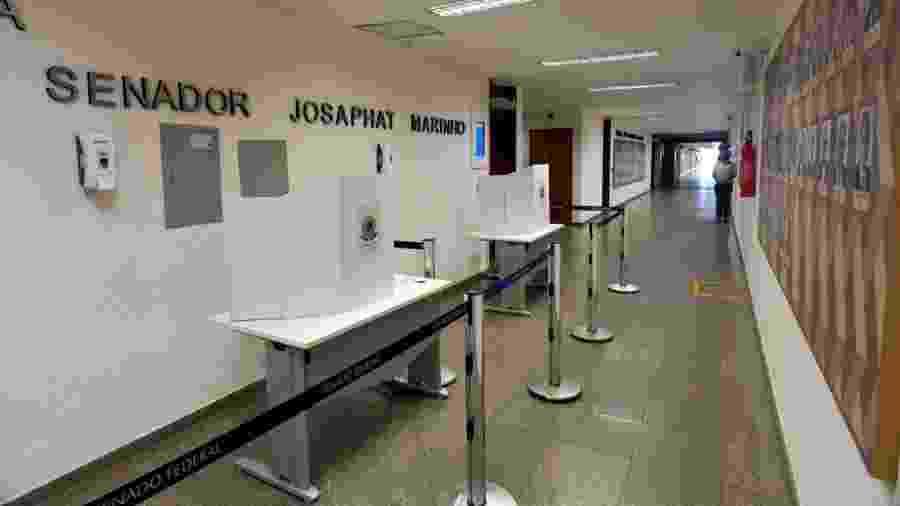 Urnas de votação foram posicionadas em corredor de comissões do Senado para que senadores votem com distanciamento social - Leopoldo Silva/Agência Senado