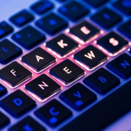 """Teclado com as palavras """"fake news"""" - Foto: Shutterstock"""