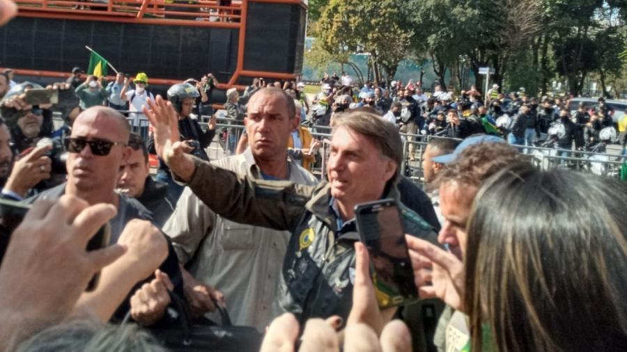 Sem máscara, presidente Jair Bolsonaro cumprimenta apoiadores em São Paulo - Wanderley Preite Sobrinho / UOL