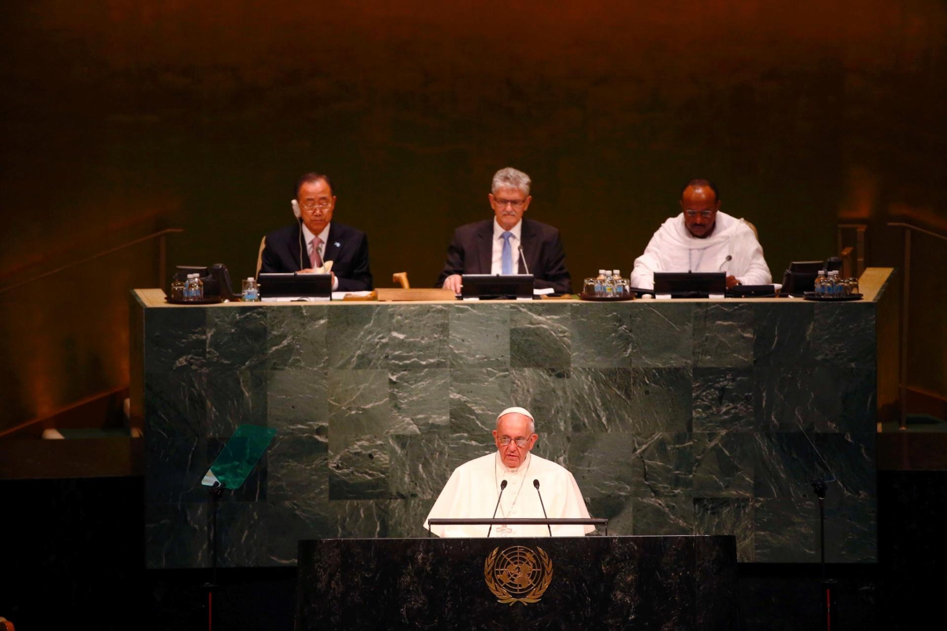 25.set.2015 - Papa Francisco discursa para líderes internacionais em prévia da abertura da Assembleia Geral das Nações Unidas, em Nova York. Ele defendeu a educação como caminho para a erradicação da pobreza