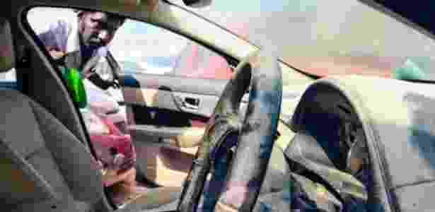 Carro danificado por enchente em pátio na Índia - Nathan G.  - Nathan G.