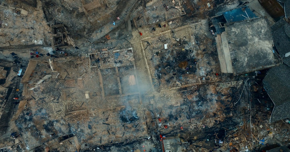 21.fev.2016 - Fotografia aérea mostra a destruição do vilarejo de Wenquan, na China, após ter sido atingido neste sábado por um incêndio de grandes proporções que destruiu pelo menos 60 casas