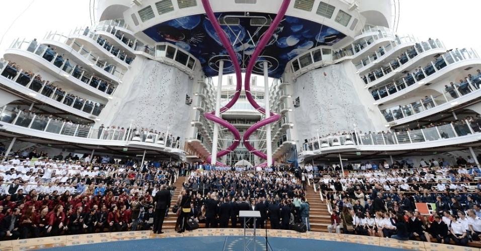 """12.mai.2016 - O """"Harmony of the Seas"""", o maior navio de cruzeiro do mundo, inclui o """"Ultimate Abyss"""", o escorregador mais alto de alto-mar, com uma queda de mais de 30 metros que permite alcançar os 14 km/h e que, segundo a empresa, intimidará """"os mais valentes"""""""