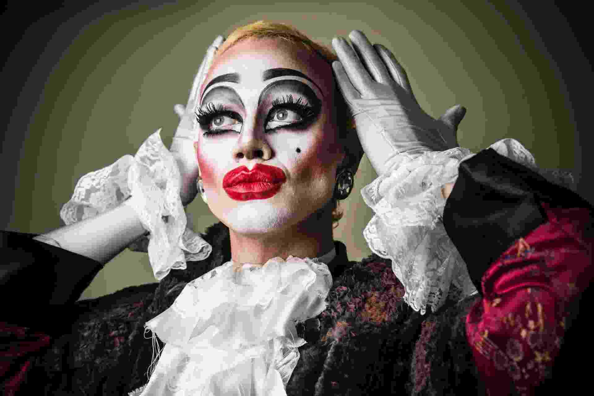 """28.mai.2016 - Víctor Ivanon, 22, estudante de design, é o criador de Ivana Wonder, drag queen que ele classifica como """"sem gênero definido, um monstro no sentido mais bonito da palavra"""" - Lucas Lima/UOL"""
