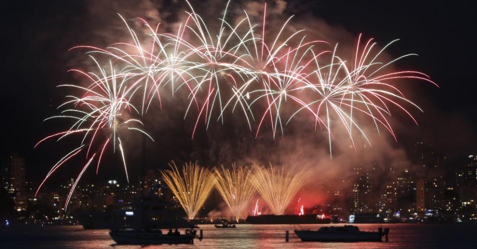 24.jul.2016 - A equipe dos Países Baixos exibe seus fogos de artifício durante a 26º Celebração da Luz, em Vancouver, no Canadá. A competição deste ao inclui ainda as equipes da Austrália e dos Estados Unidos