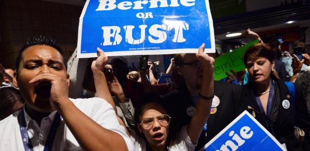 Apoiadores de Sanders protestam após nomeação de Hillary como candidata