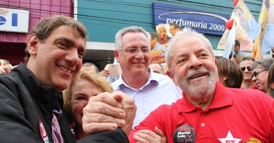 2.out.2016 - Marcos Cláudio Lula da Silva (PT) - à esquerda na foto - não conseguiu se reeleger como vereador de São Bernardo do Campo (SP) nas eleições municipais de 2016