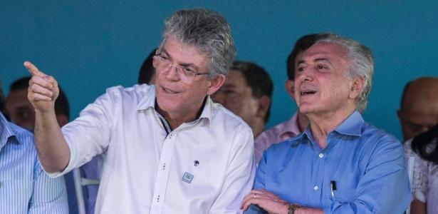 Ao lado do governador da Paraíba, Ricardo Coutinho (PSB), Temer participa de inauguração de trecho da obra de transposição do rio São Francisco