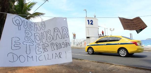 Cartazes protestam contra decisão do STF de mandar mulher de Cabral para prisão domiciliar