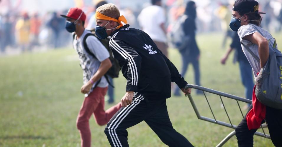 24.mai.2017 - Manifestantes se reúnem em Brasília para protestar contra as reformas, da previdência e trabalhista, eles pedem também o impeachment do Presidente Michel Temer