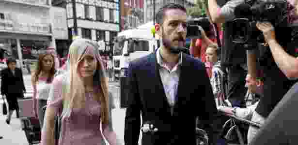 13.jul.2017 - Pais de Charlie, Connie Yates e Chris Gard, chegam a tribunal em Londres - Peter Nicholls/ Reuters