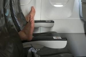 Foto bizarra mostra o pior pesadelo de qualquer passageiro em um voo (Foto: Reprodução/Twitter)