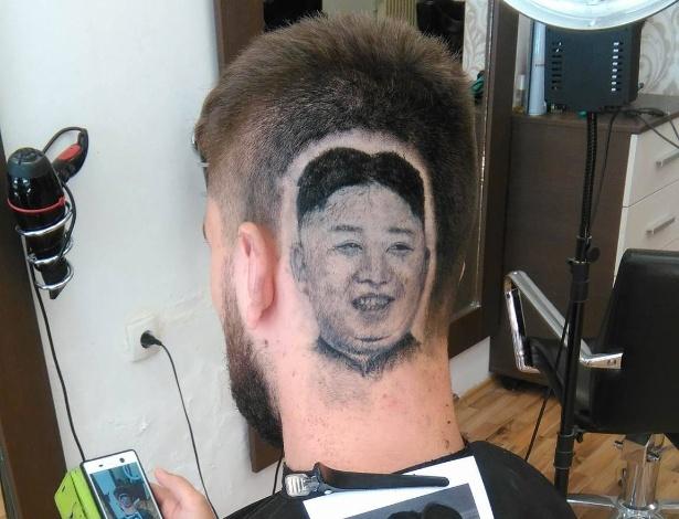 O barbeiro sérvio Mario Hvala desenhou o rosto de Kim Jong-un na cabeça de seu cliente