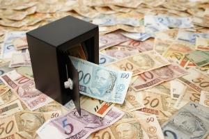 Recebeu aviso de 14º salário do governo via WhatsApp? Cuidado que é golpe (Foto: Getty Images/iStockphoto)
