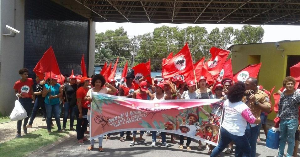 8.mar.2018 - Em São Luís (MA), as mulheres do MST fizeram protesto na frente da Assembleia Legislativa do Estado para denunciar casos de violência no campo