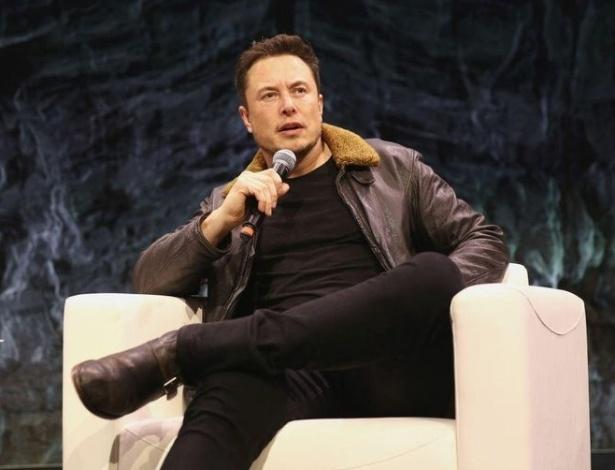 Elon Musk está cada vez mais parecido com Donald Trump em suas atitudes