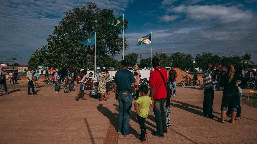 Fila de venezuelanos na Polícia Federal em Boa Vista, Roraima, em foto de 2018 - Gabriel Cabral/Folhapress