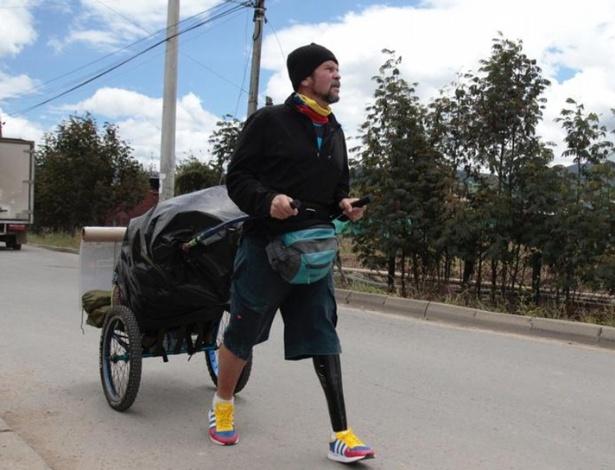 Yeslie Aranda pretende percorrer 10 mil quilômetros a pé e depois voltar - DW/M. Rueda