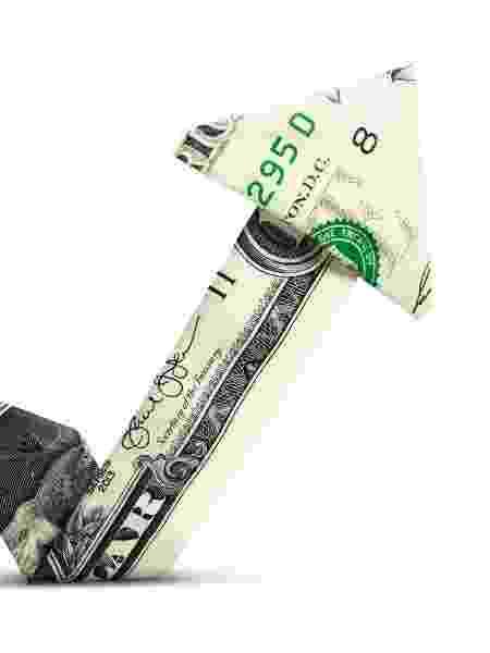 """""""A economia está se recuperando em forma de V"""", afirmou Larry Kudlow, diretor do Conselho Nacional Econômico da Casa Branca - Getty Images"""