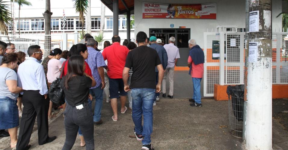 28.out.2018 - Eleitores votam na FAC3, em Campinas, interior de São Paulo, neste domingo (28), neste segundo turno das Eleições 2018