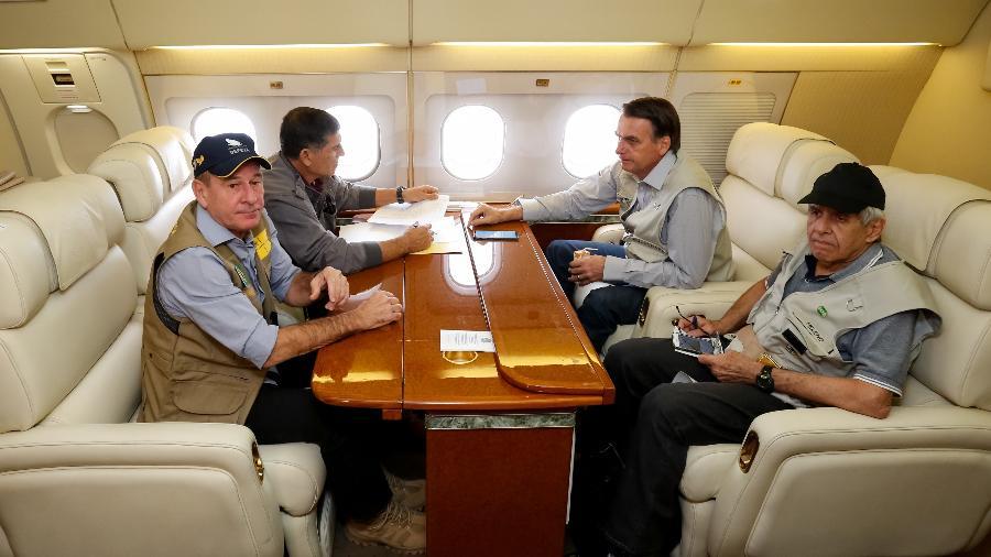 Bolsonaro viaja em avião presidencial com ministros: eles vão percorrer o país em comemoração dos mil dias de governo - Isac Nóbrega/PR