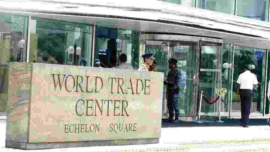 25.abr.2019 - Soldados patrulham próximo ao World Trade Center na capital Colombo, no Siri Lanka - Ajith Perera/Xinhua