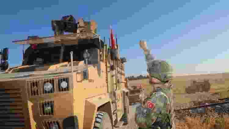 Forças turcas iniciaram ataque aos curdos após a retirada das tropas americanas - EPA