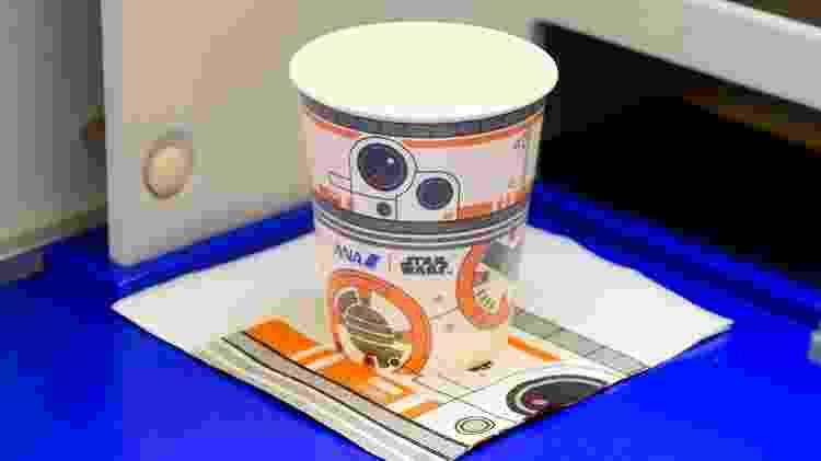 Serviço de bordo da ANA será personalizado com o tema de Star Wars - Divulgação  - servico de bordo da ana sera personalizado com o tema de star wars 1572620229067 v2 750x421 - Aviões são pintados de Millennium Falcon e mostram vídeos de Star Wars