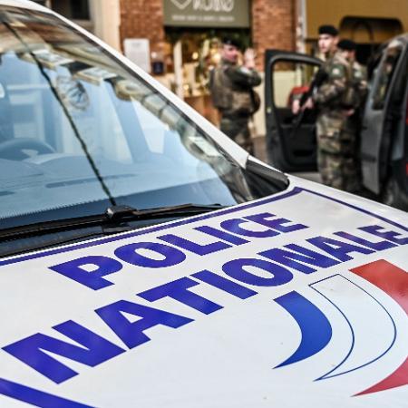 Carro da polícia francesa - DENIS CHARLET / AFP