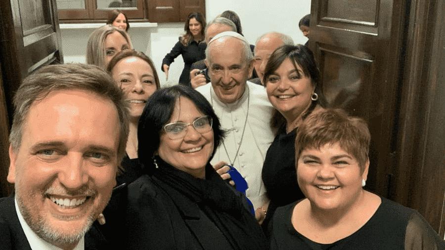 Ministra da Mulher, da Família e dos Direitos Humanos, Damares Alves tira foto ao lado do Papa Francisco - Reprodução/Instagram