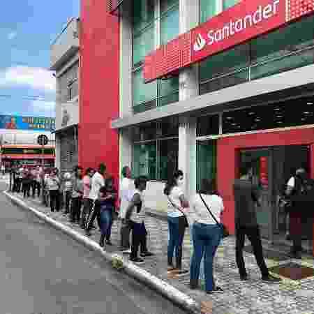 Fila de banco em São Bernardo do Campo - Lucas Borges Teixeira / Colaboração para o UOL