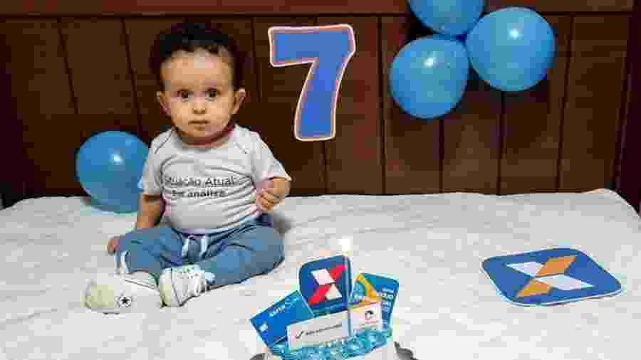A comemoração foi entre os pais e o irmão da criança - Reprodução/Facebook