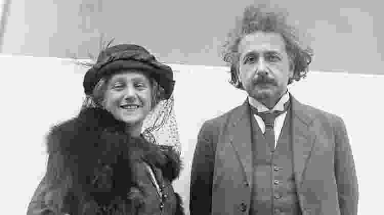 Albert Einstein com sua esposa Elsa - Getty Images via BBC - Getty Images via BBC