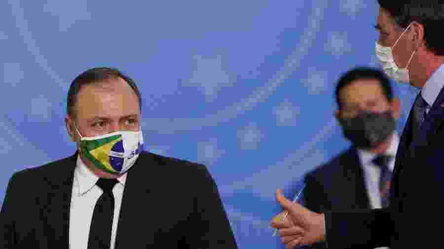 Ministro da Saúde, Eduardo Pazuello, ao lado do presidente Jair Bolsonaro em cerimônia de posse no Planalto - ADRIANO MACHADO