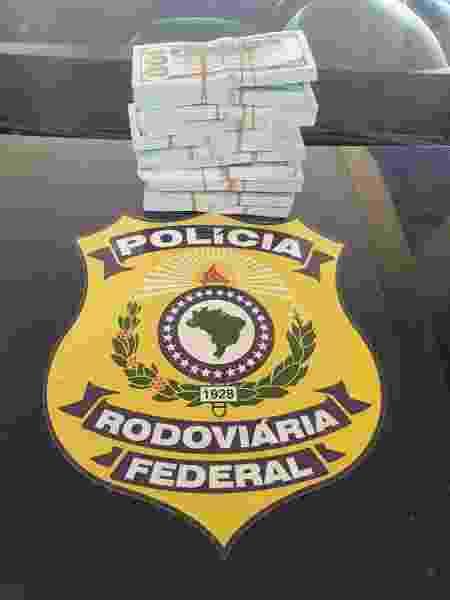 Quantia estava escondida em fundo falso de bolsa, informou a Polícia Rodoviária Federal - PRF/Divulgação