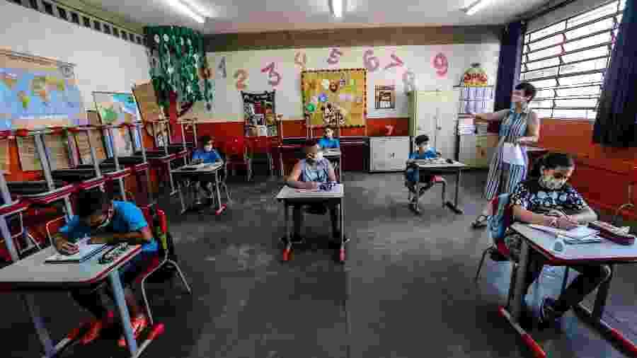 Alunos voltam às aulas na Escola Estadual Thomaz Rodrigues Alckmin, no bairro do Itaim Paulista (SP) - Werther Santana/Estadão Conteúdo