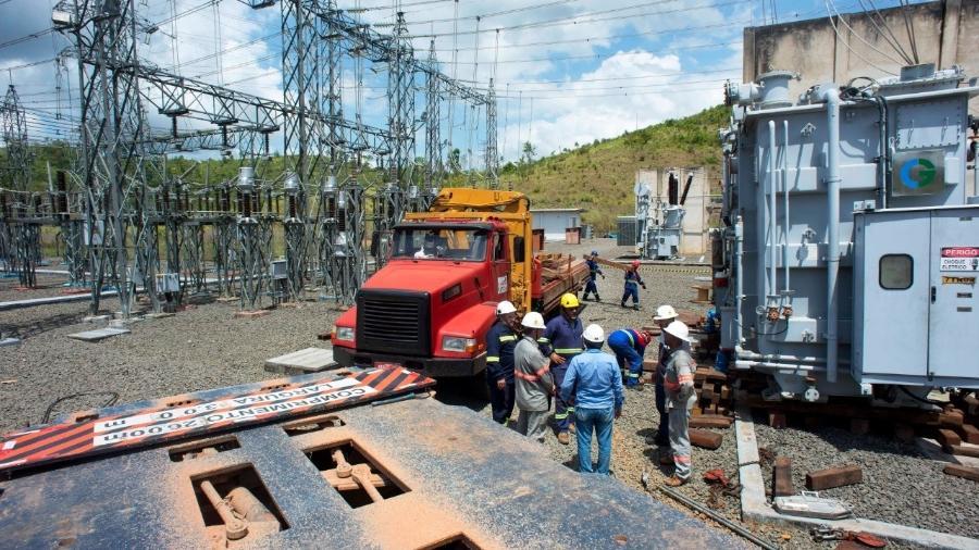 A Eletronorte e a CEA (Companhia de Eletricidade do Amapá) iniciaram neste final de semana a instalação de um parque de geração térmica que pode gerar a carga de energia que falta para restabelecer o fornecimento no Amapá - Emiliano Capozoli/Gemini