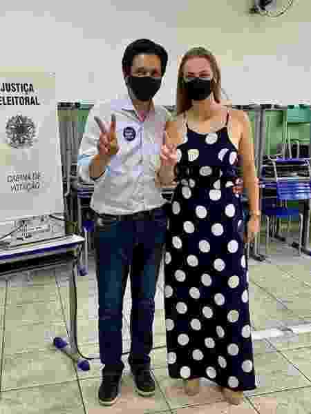 Candidato a vice-prefeito de São Paulo, Ricardo Nunes (MDB), votou ao lado da mulher e publicou o momento no Instagram. Nunes é vice de Bruno Covas (PSDB) que disputa à reeleição na capital paulista.   - Reprodução/Instagram/@vereador_ricardo_nunes