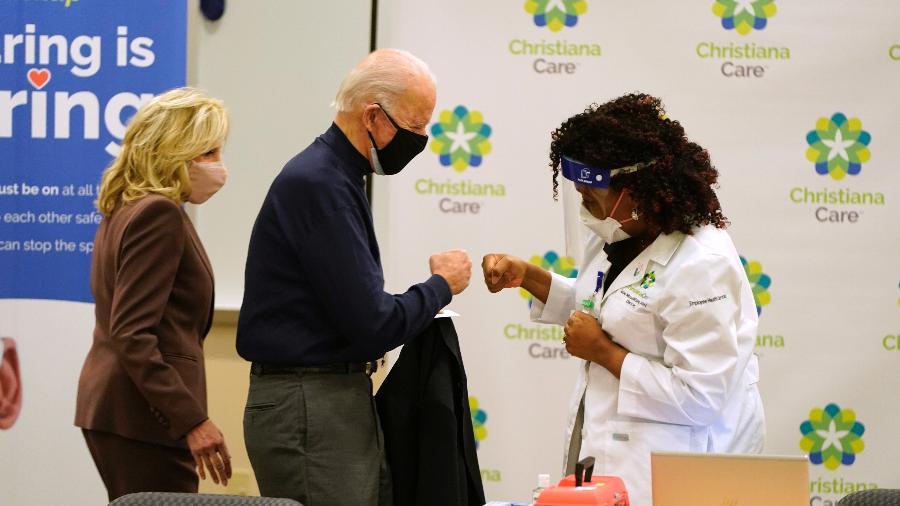 Joe Biden, presidente eleito dos EUA, foi vacinado hoje - JOSHUA ROBERTS/AFP