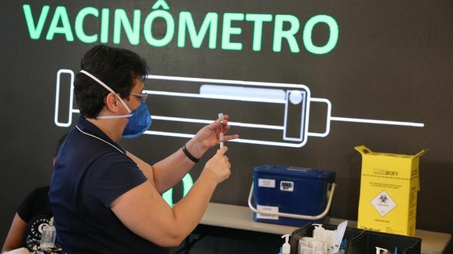 """""""Vacinômetro"""" já estava presente no Hospital das Clínicas, em São Paulo, no dia que marcou o início da vacinação contra a covid-19 no Brasil - Divulgação"""