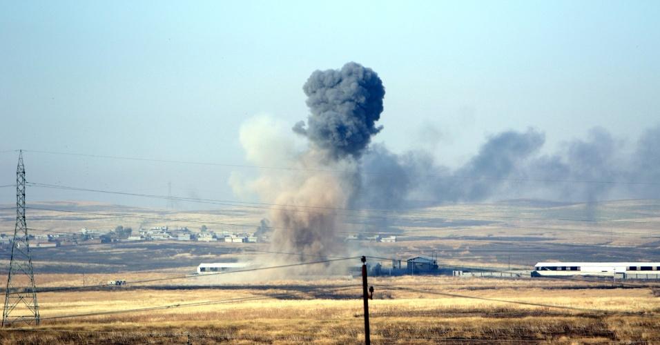29.mai.2016 - A coalizão liderada pelos Estados Unidos bombardeou uma vila a leste de Mosul, no Iraque, onde estariam abrigados militantes da facção terrorista Estado Islâmico. A ação acontece em meio ao cerco ao grupo imposto pelas forças de elite iraquianas, que se deslocaram neste sábado para os arredores de Fallujah, região dominada pelo EI