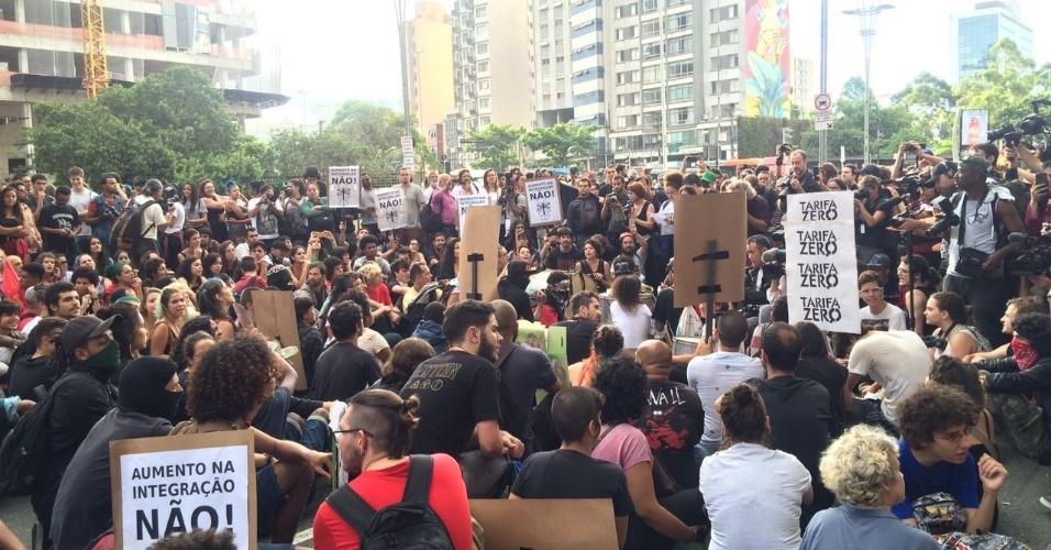 O protesto desta quinta-feira (12) foi organizado pelo MPL (Movimento Passe Livre) e se reuniu na praça dos Ciclistas, na avenida Paulista