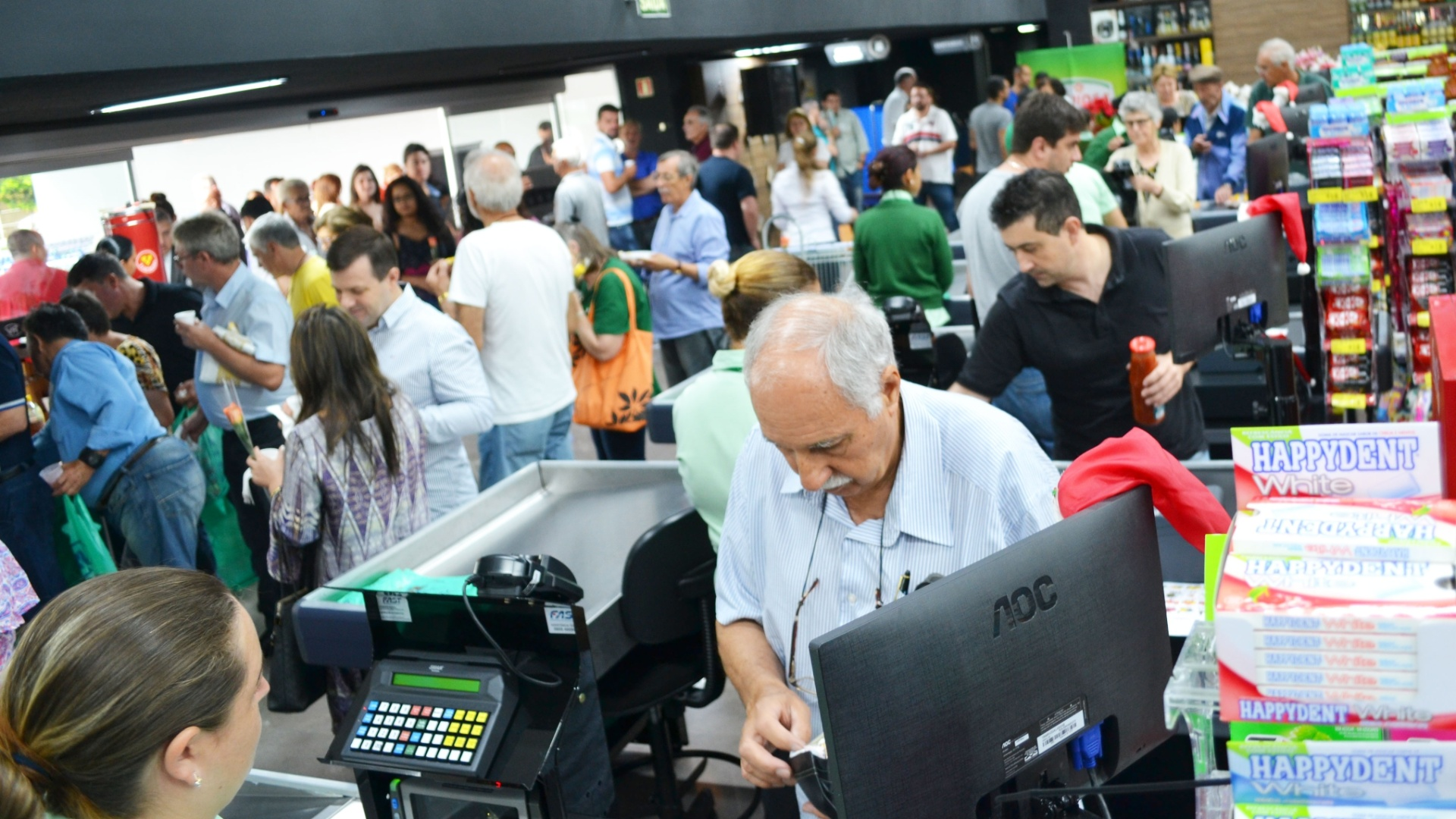 Mercados vendem produtos a R$ 1 Rio Verde