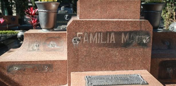 Peças de bronze do túmulo do ex-prefeito Francisco Prestes Maia foram furtadas - Werther Santana/Estadão Conteúdo