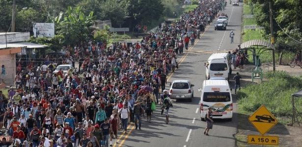 A caravana começou em Honduras e foi atraindo mais gente pelo caminho - Getty Images